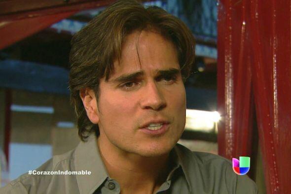 Octavio le reitera a Serafina que su mayor deseo es volver a saber de Ma...