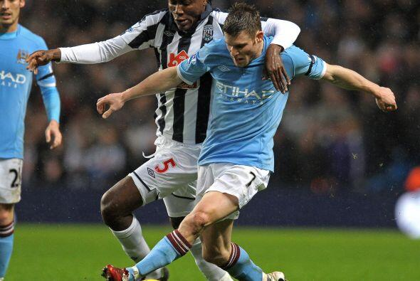 El equipo que dirige Mancini, Manchester City, quiere seguir prendido en...