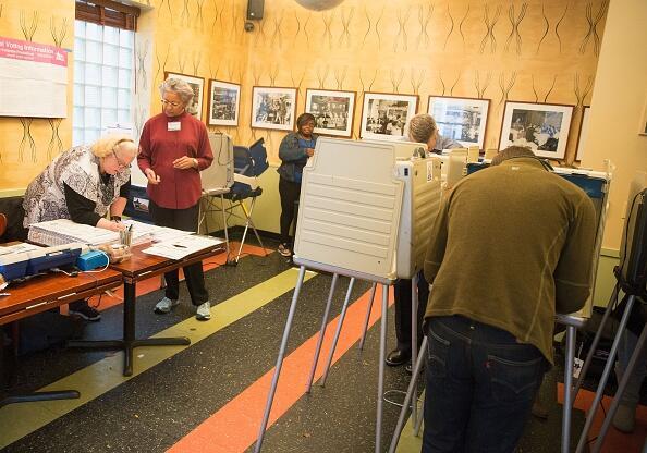 Desde lavanderías a museos, dónde hay casillas electorales en Chicago