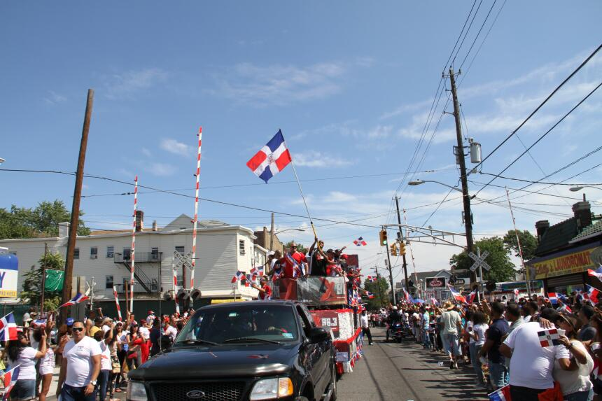 Celebra La X en el Desfile Dominicano en NJ IMG_1953.JPG