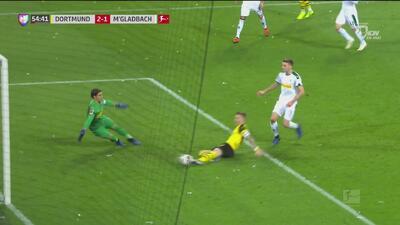 Se juntó la dupla maravilla del Dortmund para el 2-1: pase de Götze y gol de Reus