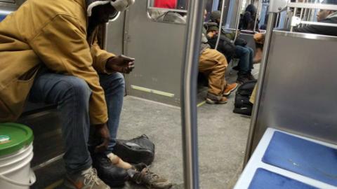 El hombre contó que el vagabundo le comentó que sus pies p...