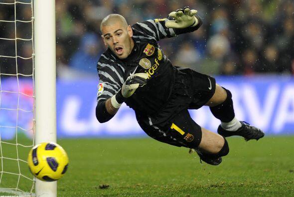 Un tiro libre de Cristiano Ronaldo pasó muy cerca del arco de Valdés, pe...