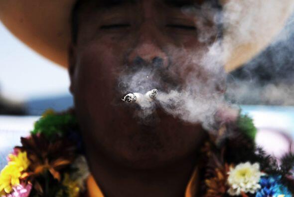 Una estela de humo del chamán lleno de paz es lo que se espera para este...