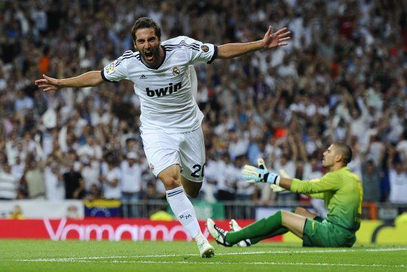 Javier Mascherano dejó botar un balón y este fue aprovechado por Gonzalo...