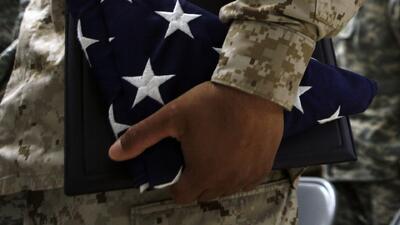 Tras perder una batalla legal, el Pentágono reanudará entrenamiento de reclutas con green card