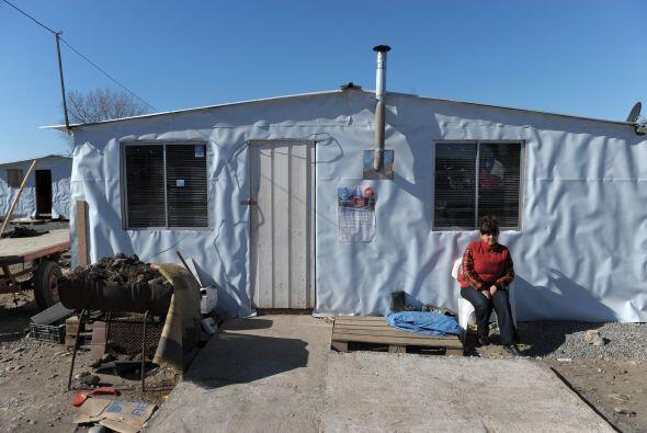 Otras 76 mil viviendas quedaron destruidas y como sus familias eran dueñ...