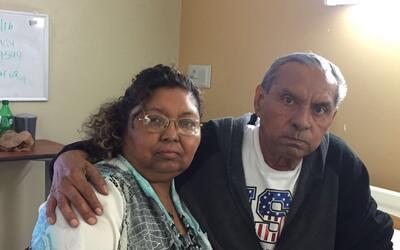 María Elena Hernández junto a su hermano José Vicen...