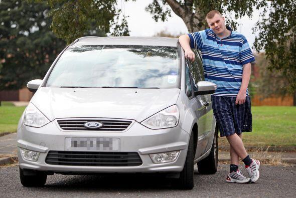 Su familia ha cambiado su auto cuatro veces, conforme Josh va creciendo,...