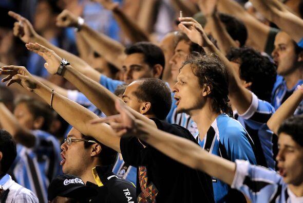 Fanáticos del Gremio de Porto Alegre, otro representante brasileño en la...
