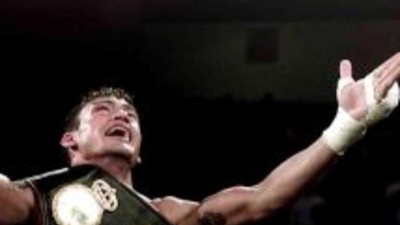 Acelino 'Popó' Freitas fue campeón ligero OMB y superpluma AMB.