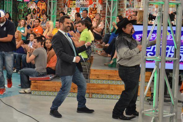 Este tipo de diversión es lo que te espera junto a Enrique Santos...
