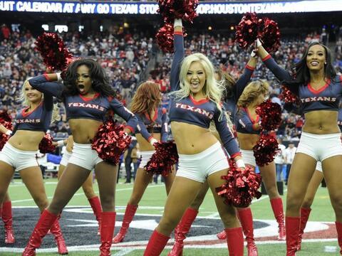 Las bellezas de los Houston Texans durante el partido de comodines ante...