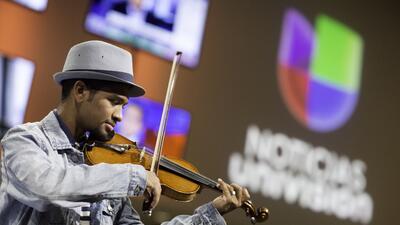 El homenaje del violinista venezolano Wuilly Arteaga a los fallecidos en...