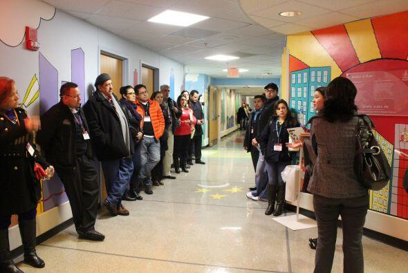 Un nutrido grupo de Univision durante la visita al hospital St. Jude.  E...