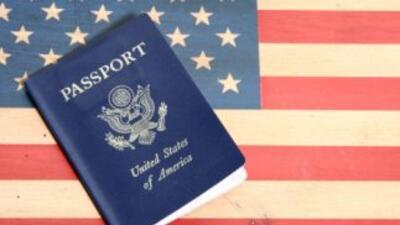 La Enmienda 14 de la Constitución establece que toda persona nacida en t...
