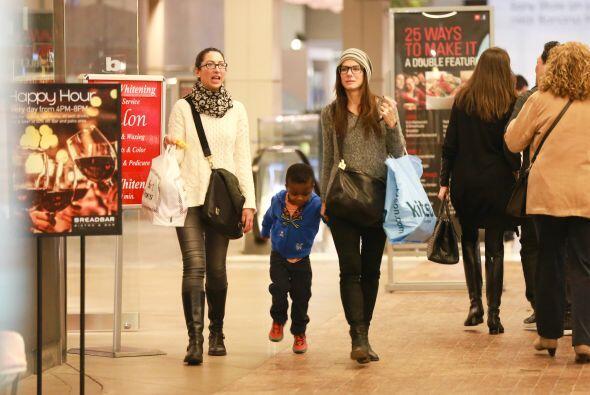Pasearon por el Westfield Century City Mall en Los Angeles. Mira aqu&iac...