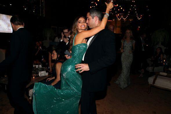 Aquí la vemos muy feliz junto a su ¿prometido?, Nick Loeb....