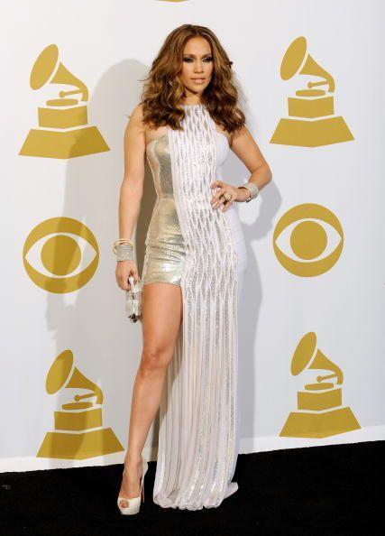 ¡En eventos especiales, los vestidos largos con aberturas son los más bu...