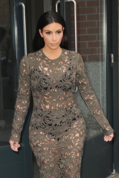 Kim se puso este revelador vestido para presentarse en el show 'Late Nig...