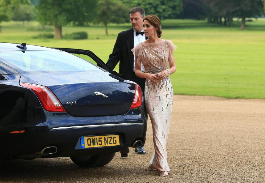 Los 50 mejores vestidos que usó Kate Middleton en 2016 GettyImages-54215...