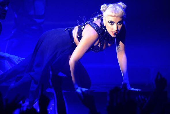 3. LADY GAGA- La extravagante cantante tuvo ingresos de poco más de $109...