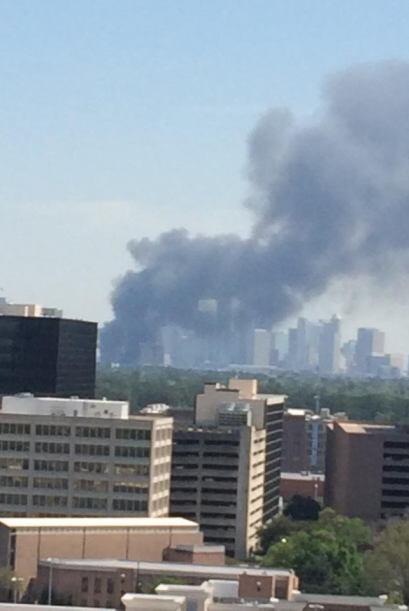 Se sabe que 80 unidades y alrededor de 200 bomberos respondieron al sini...