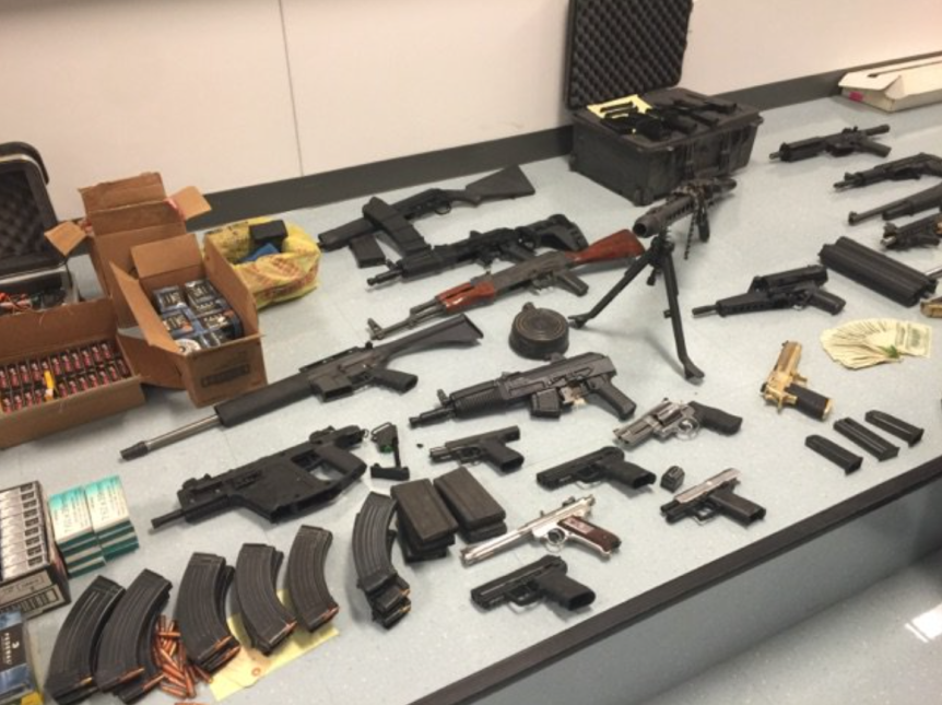 La policía aseguró 27 armas.