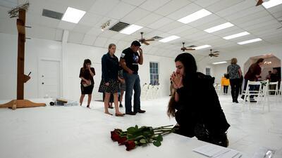 La iglesia donde ocurrió la masacre en Texas fue transformada para recordar a las víctimas