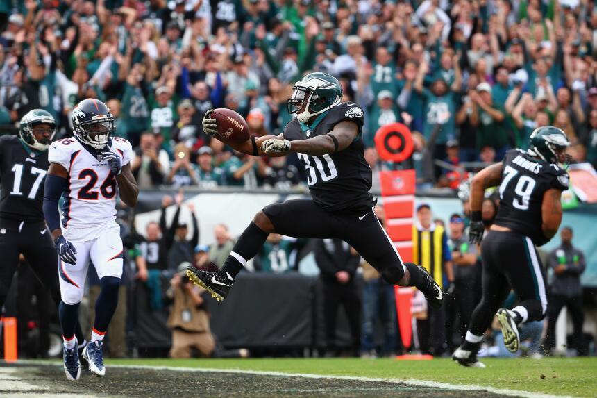 Los Eagles propinan paliza a Broncos y están imponentes en la NFL alshon...
