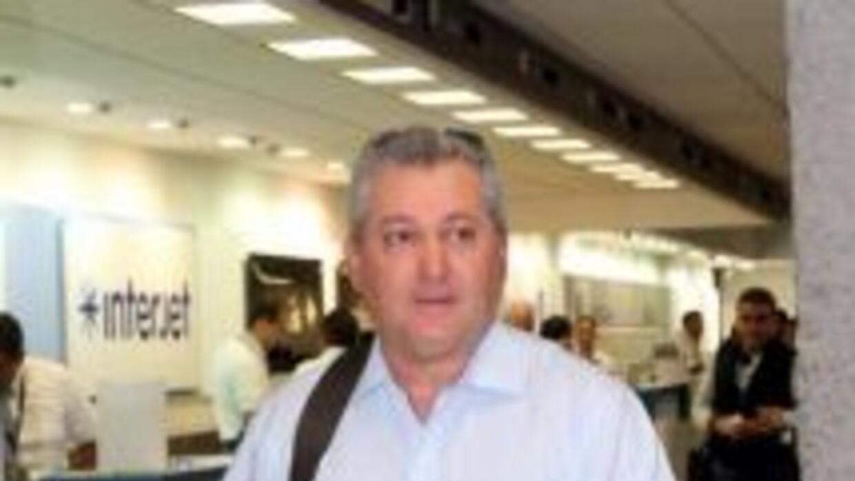 Víctor Manuel Vucetich en el Aeropuerto de Guadalajara. (Foto: Twitter)