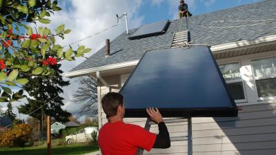 Ahorrar energía al máximo es posible con los paneles solares.