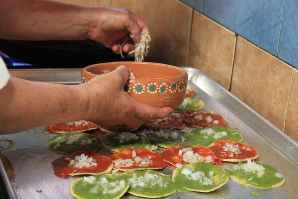 Otra comida típica de las fiestas patrias son los sopes, que constan de...