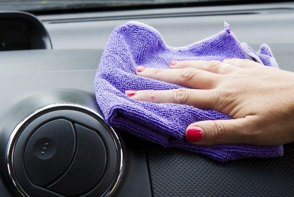 Si se te vuelca algún líquido, límpialo de inmediato con toallas de pape...