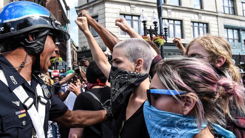 Marcha contra el odio sobrepasa la manifestación de grupos de la ultrade...