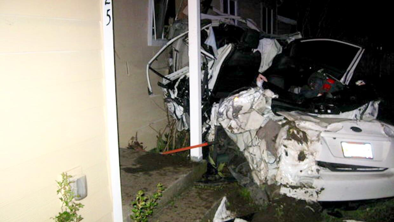 Increíblemente ambos ocupantes del vehículo salieron con vida del accide...