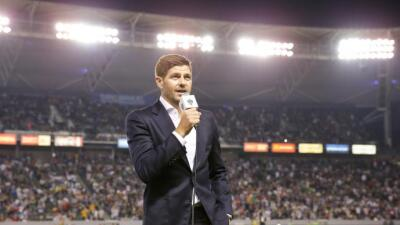 Steven Gerrard presentado con los fans