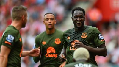 Romelu Lukaku hizo los dos primeros goles del Everton ante los Saints.