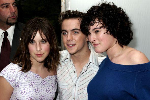 En 2004 con las hijas de Demi Moore y Bruce Willis, Rumer y Scout, en el...