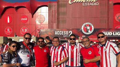 En fotos: Fanáticos de Xolos y Chivas se alistan para el juego con el que sus equipos inician el torneo