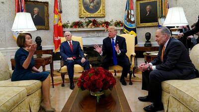 La Casa Blanca y los demócratas siguen conversaciones a puerta cerrada sobre el muro de Trump