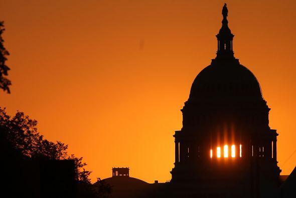 Este viernes así lució el amanecer iluminando el edificio del Capitolio...