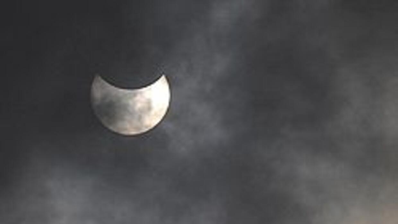 Hoy comienza el eclipse de Luna y el ciclo cierra con un eclipse de sol...