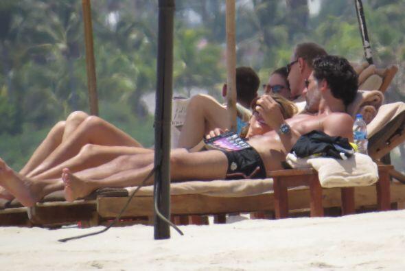 La parejita llevó su amor a las playas de Cabo San Lucas, México.