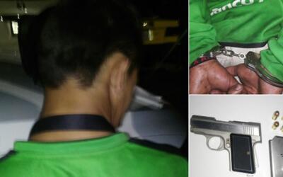 Un hombre pretendió ingresar al Estadio Jalisco con un arma de fu...