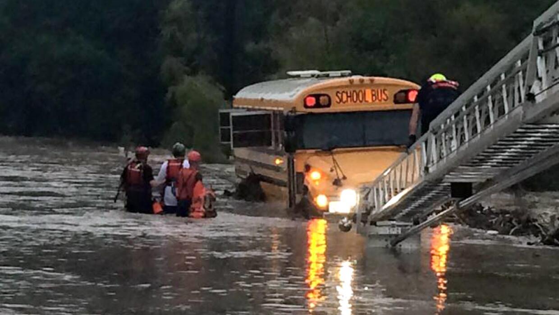 Personal de emergencia activó operativos de rescate