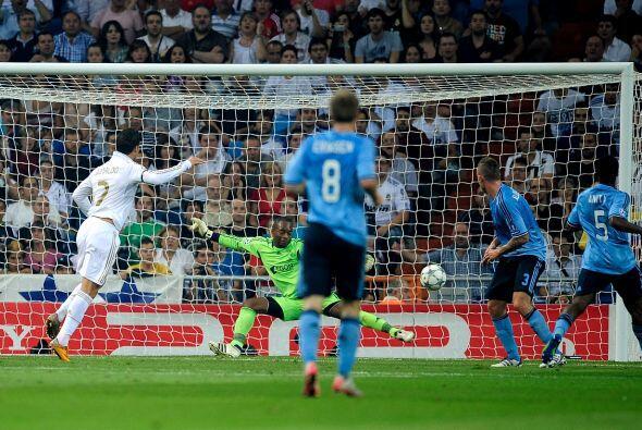 El Madrid se puso en ventaja a los 24 minutos gracias a un perfecto rema...