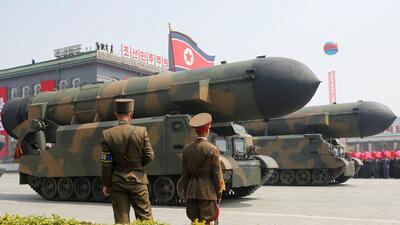 """Pyongyang mostró su armamento este sábado en el desfile del """"Día de..."""