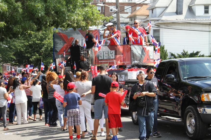 Celebra La X en el Desfile Dominicano en NJ IMG_1882.JPG