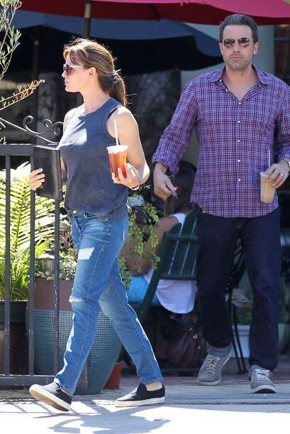 Al inicio, la relación de Jen con su compañero de reparto y co-protagoni...